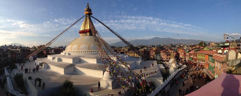 Stupa in Boudha, Katmandu; nicht weit entfernt liegt die Produktion von Womenepal