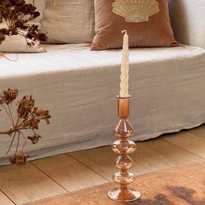 Formschöner handgefertigter Kerzenständer aus Glas. Farbe Koralle.